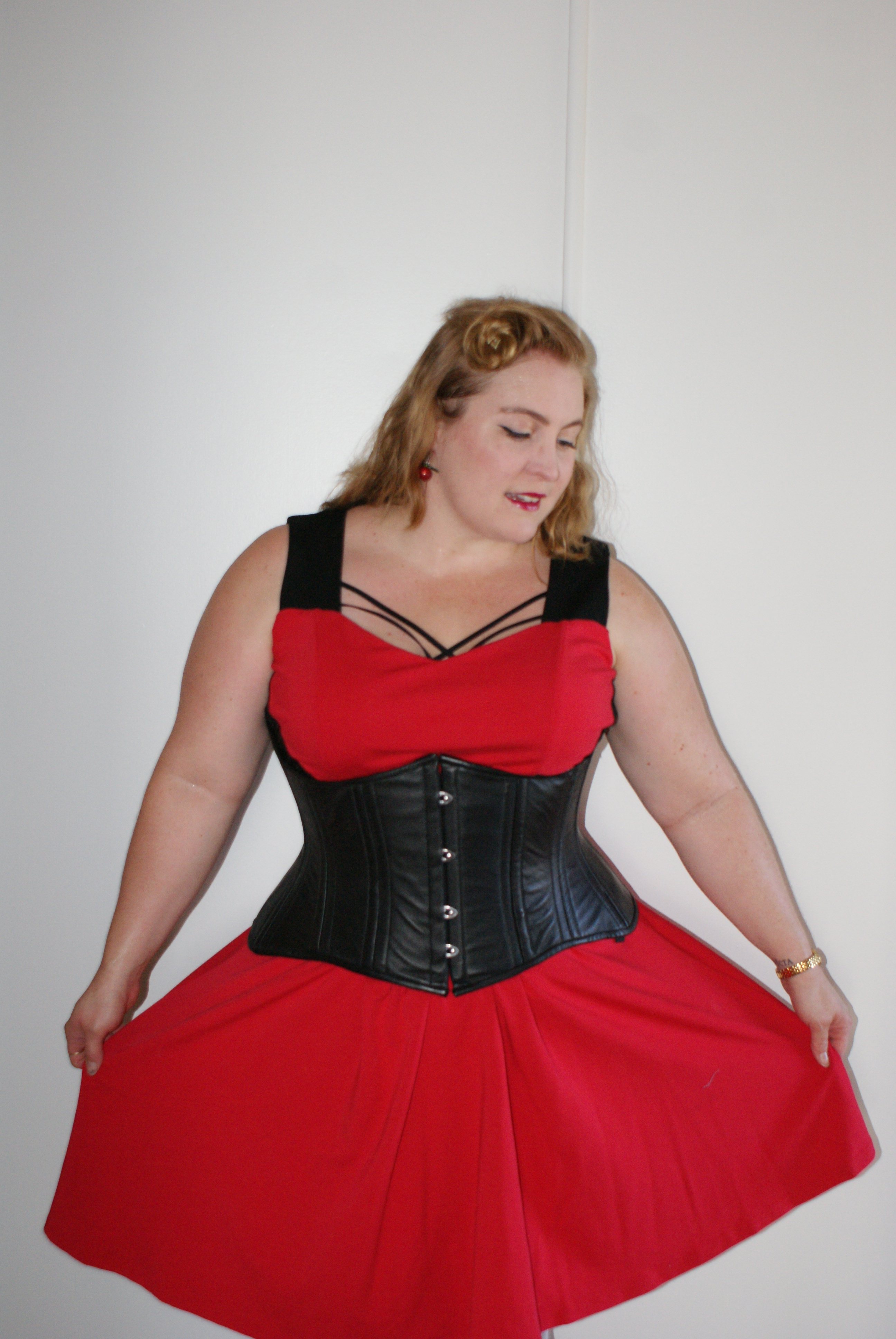 ffa3c781b9 This is a beautifully made steel boned corset that gives proper support and  waist reduction. With 24 flat and spiral steel bones